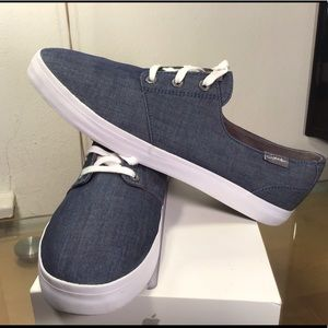 Nice Clarks men's lace up canvas casual sneakers.